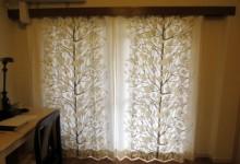 窓を広く見せるリビングのカーテン選び