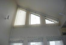 傾斜窓に縦型ブラインドをお取り付けした事例